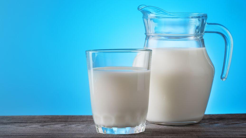 全脂牛奶和脱脂牛奶哪个会使痘痘更加严重?