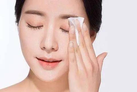 夏季需要精简护肤,越简单越好,但是省了以下这些步骤不可以少!